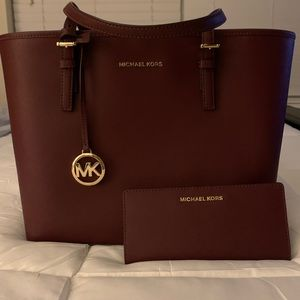 Michael Kors Small Jet Set with Wallet! Gorgeous!